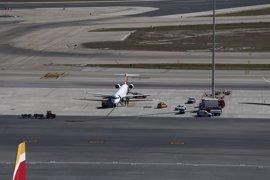 Los aeropuertos de Barajas y El Prat amanecen sin taxis por la huelga contra Uber y Cabify