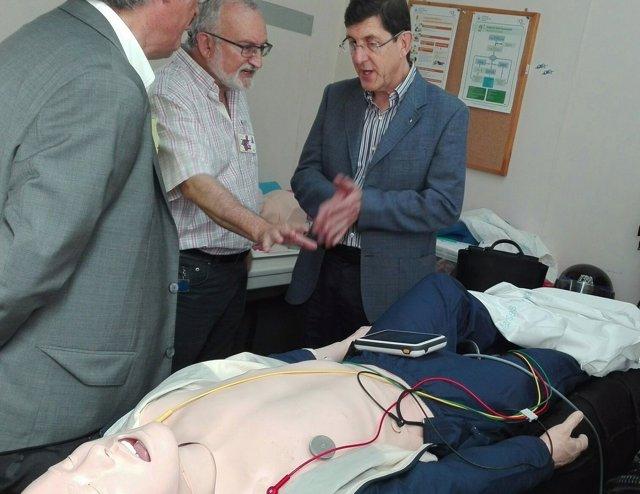 Manuel Villegas visita la Escuela permanente de soporte vital