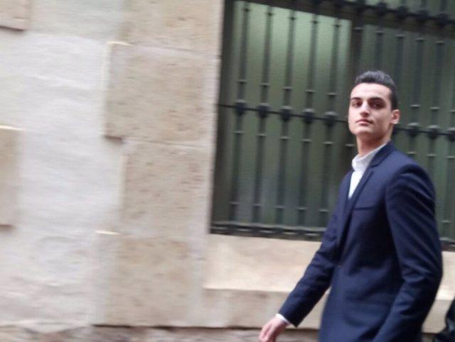 MrGranBomba a su llegada a los juzgados en el momento del juicio