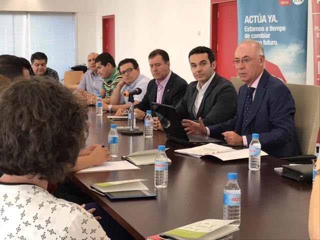 Reunión con Antonio Navarro, Concejal de Urbanismo, al frente