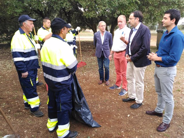 El alcalde y el concejal de Personal, en El Monte.