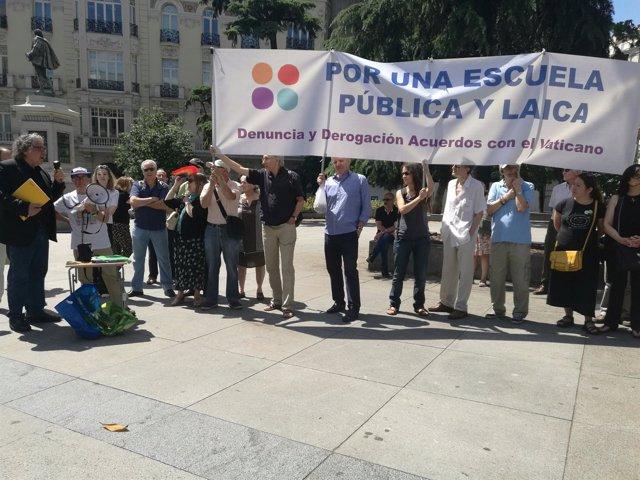 50 Colectivos Piden Frente Al Congreso La Religión Fuera De La Escuela