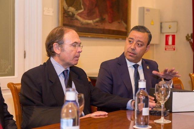 Óscar Castro Reino informa al presidente del Senado sobre la necesidad de regula