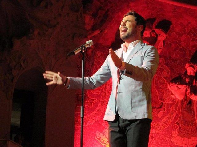 El Cantaor Miguel Poveda Canta En Barcelona