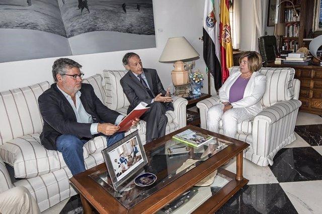 El embajador de Santo Tomé visita la Diputación de Cáceres