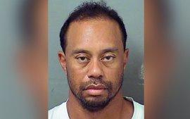 """La policía afirma que Tiger Woods estaba """"dormido al volante"""" de su coche antes de ser detenido"""