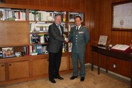 El subdelegado del Gobierno en Córdoba reconoce la labor del coronel de la Guardia Civil ante su próxima marcha