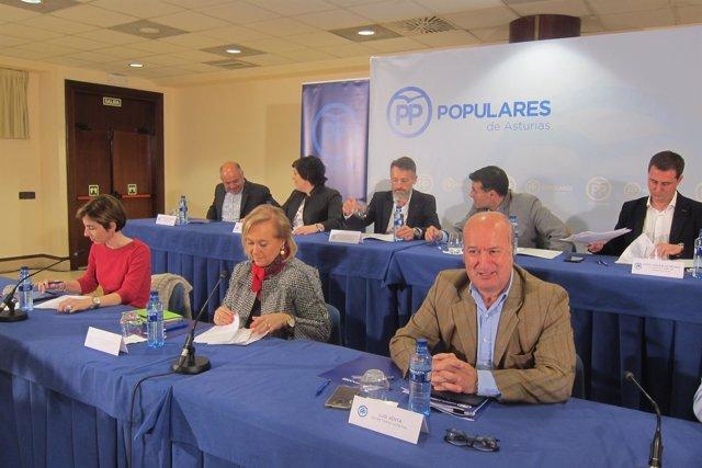 Fernández, en el centro, antes de comenzar el Comité Ejecutivo Regional.