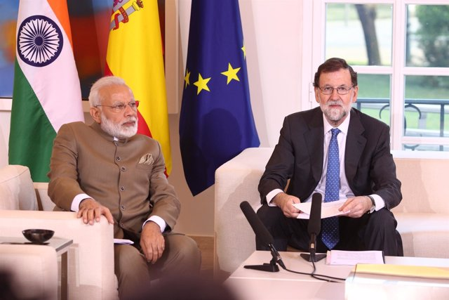 Rajoy recibe en La Moncloa al primer ministro de la República de la India