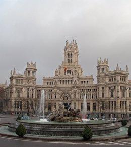 Plaza de Cibeles, el edificio de Correos en la parte posterior