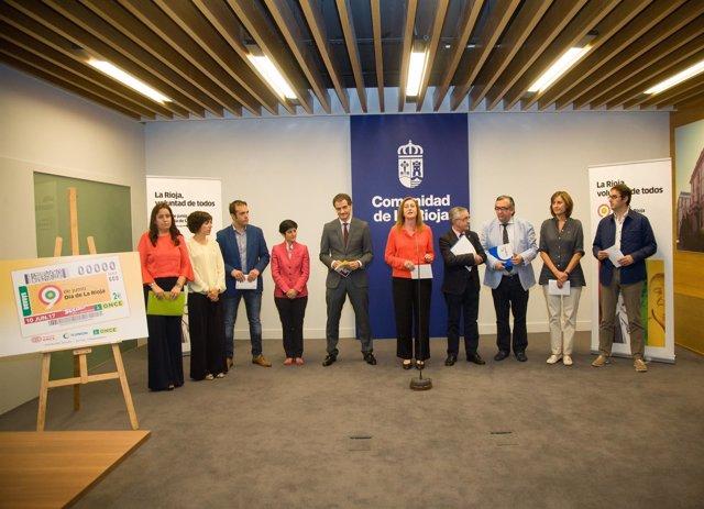 Arregui y el resto de participantes en la presentación del Día de La Rioja