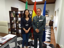 La delegada de la Junta en Córdoba destaca el trabajo del coronel de la Guardia Civil