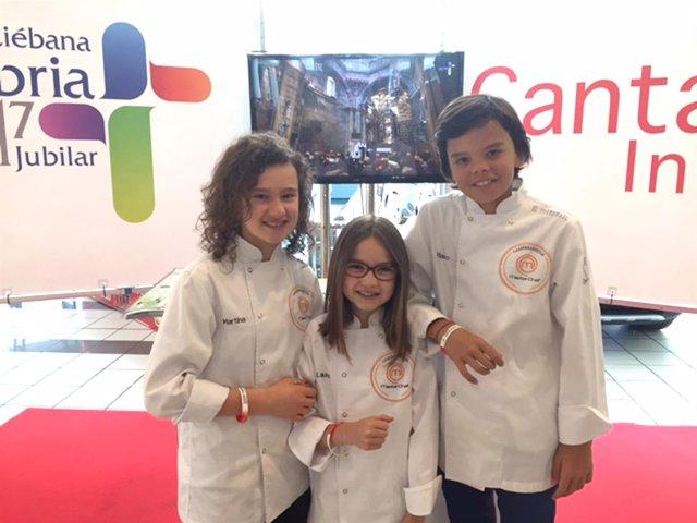 Exconcursantes De Masterchef Junior Con La Pulsera Del Lebaniego Mercado Terra B