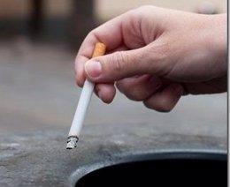 Un fumador con un cigarro