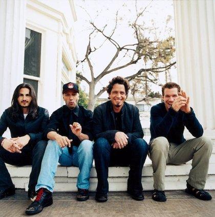 VÍDEO: Los tres miembros vivos de Audioslave tocan Like a stone en tributo a Chris Cornell
