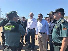 """Sanz destaca la """"normalidad"""" en el embarque de las hermandades del Rocío por Bajo de Guía en Sanlúcar"""