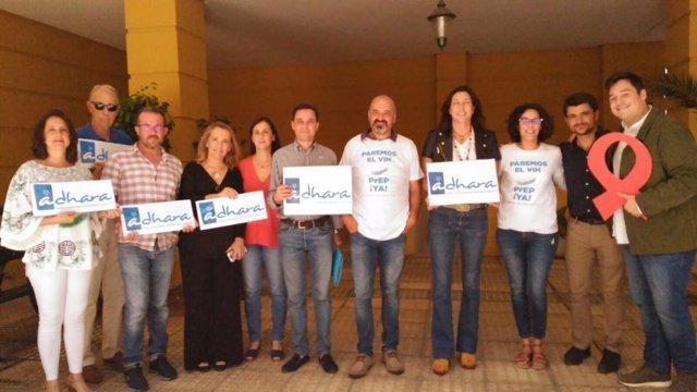 Loles López se reúne con la asociación Adhara