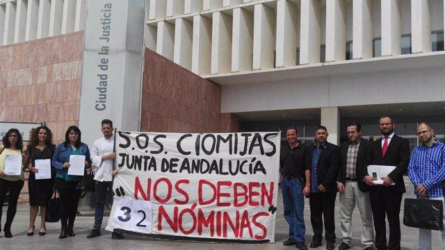 Trabajadores del CIOMijas presentan una querella