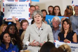 May elude aclarar si dimitirá en caso de perder escaños en las elecciones