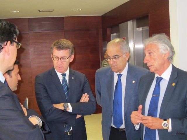 El presidente de la Xunta en Vigo con empresarios.