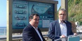 La Zurriola de San Sebastián estrena la señalética de playas que el Departamento de Turismo colocara en 15 arenales