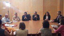 El PSOE escenifica el cambio de postura a favor de una investigación en una reunión con las víctimas de Angrois