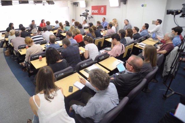 Pedro Sánchez, con la prensa extranjera