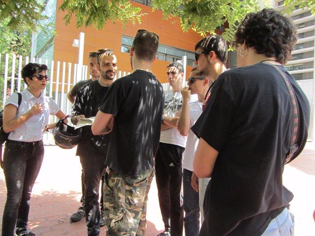 Miembros y simpatizantes del Sepc ante los juzgados de Cerdanyola