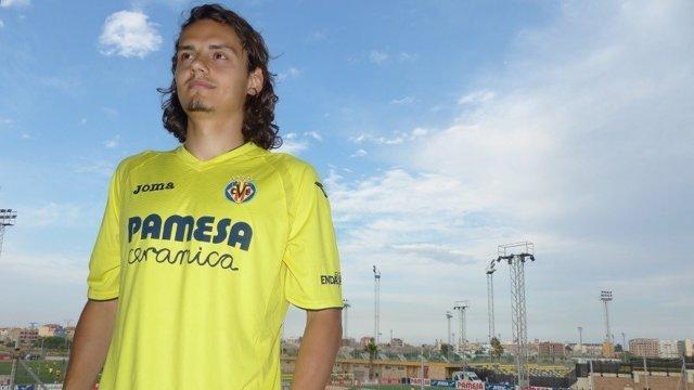 El delantero turco Enes Ünal firma con el Villarreal