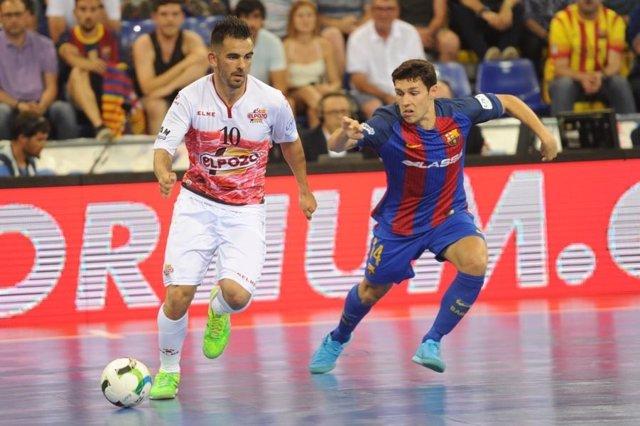 Álex, de ElPozo, en un partido ante el FC Barcelona Lassa