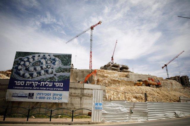 Edificios en construcción en el asentamiento israelí de Modiin