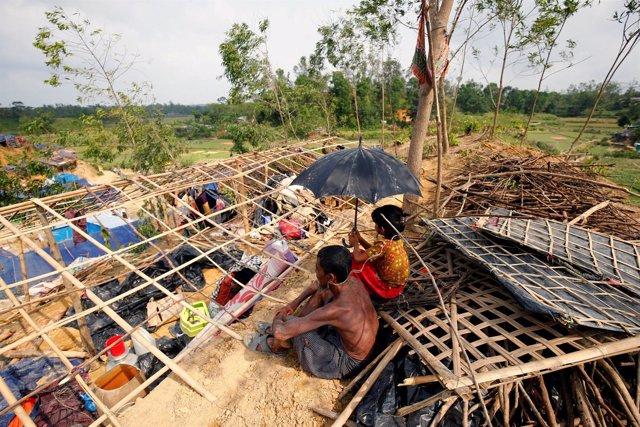 Refugiados rohingya en su campamento tras el paso del ciclón 'Mora'