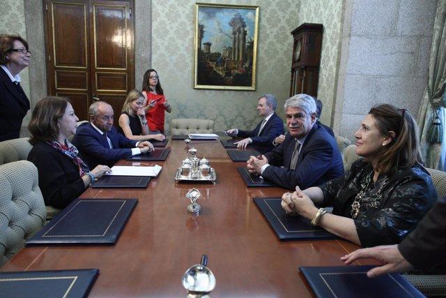 Dastis recibe en su despacho a Mitzy Capriles de Ledezma, esposa del opositor