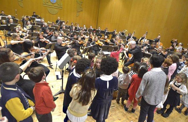 Concierto de la Real Filharmonía de Galicia para niños con heteroplasia.