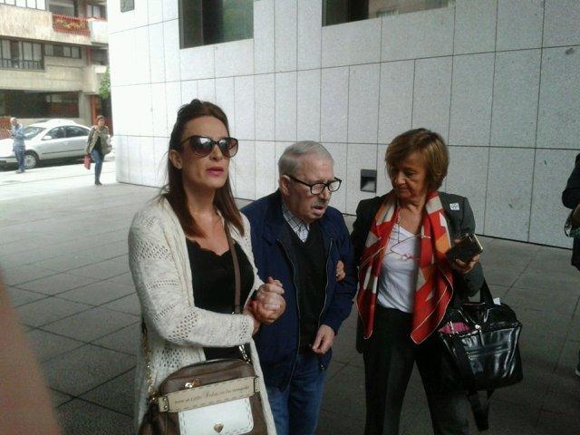 José Ángel Fernández Villa llega al juzgado de Oviedo