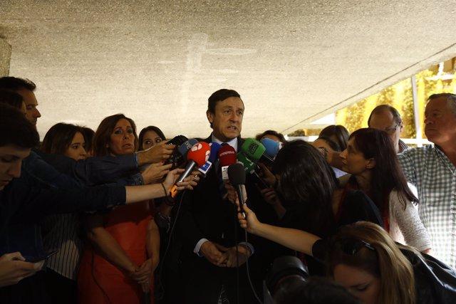 Rafael Hernando y Alicia Sánchez Camacho atienden a los medios