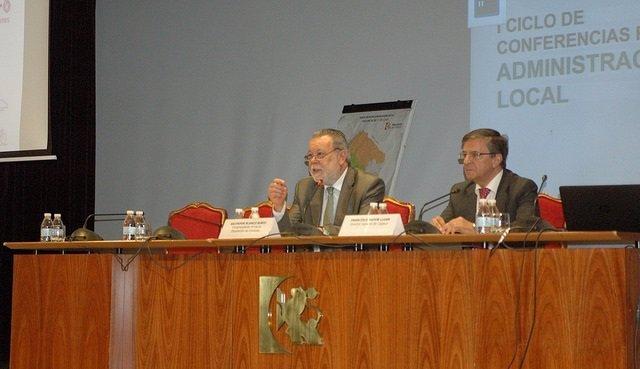 Blanco (izda.) y Rapún en la inauguración del encuentro
