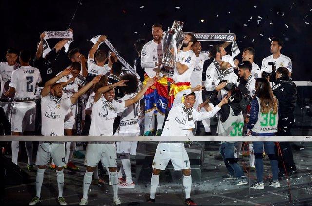 El Madrid culmina la fiesta de la undécima en el Bernabéu