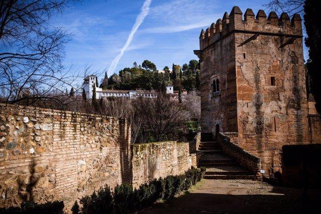 Alhambra Abre Torre De Los Picos