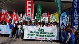 Sindicatos se concentran ante el Hospital Clínico de Málaga para exigir al SAS que cumpla el 'Plan Costa' al completo