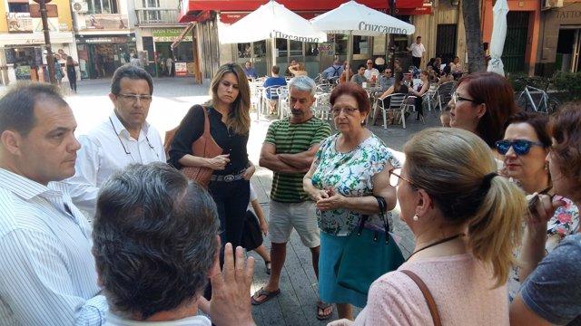 Alberto Díaz (PP) se reúne con vecinos de la Alfalfa
