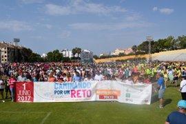 Más de 2.000 personas participan en una caminata en Benalmádena para promocionar la actividad física y el deporte