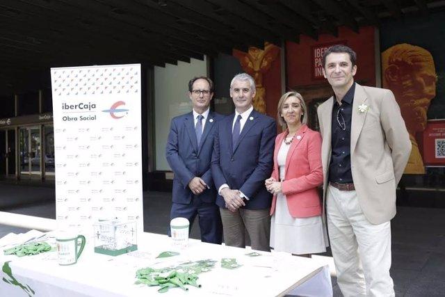 Voluntarios de Ibercaja colaboran con la AECC