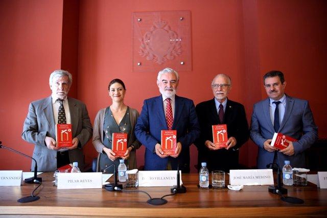 Darío Villanueva en la presentación de Borges esencial