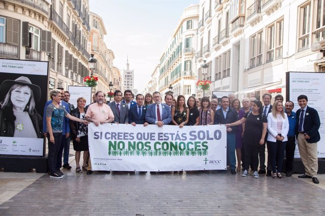 Exposición AECC cáncer lucha cuestación 1 de junio huchas solidaridad enfermedad
