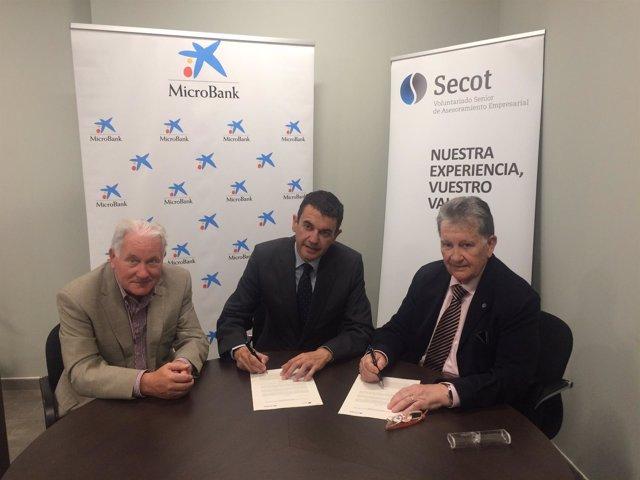 Secot Aragón y MicroBank suscriben un convenio para incentivar el autoempleo.