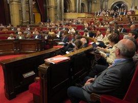 El Parlament insta al Govern a recuperar el comedor escolar en los institutos el próximo curso