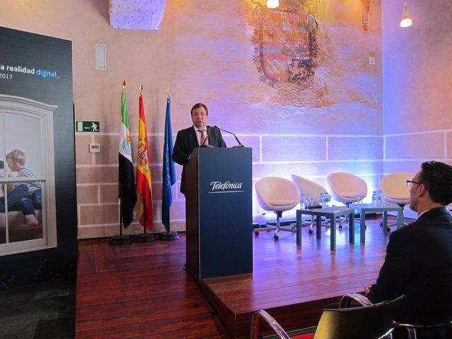 Fernández Vara en las jornadas de Telefónica en Badajoz