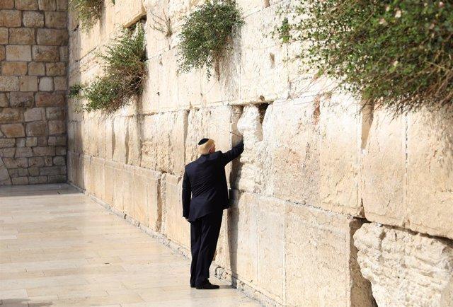 El presidente estadounidense, Donald Trump, en el Muro de las Lamentaciones