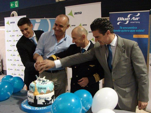 Bautizo de la nueva ruta de Blue Air entre Sevilla y Turín